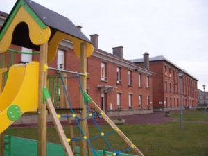 bâtiment avec jeux